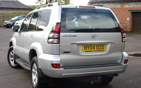 Toyota Landcruiser 3.0 D-4D LC4 5DR AUTOMATIC - SAT NAV, 8 SEATER - 4x4